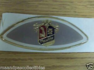 UNUSED-MAYTAG-STICK-ON-MEDALLION-EMBLEM-BRONZE-SILVER-very-pretty-amp-colorful