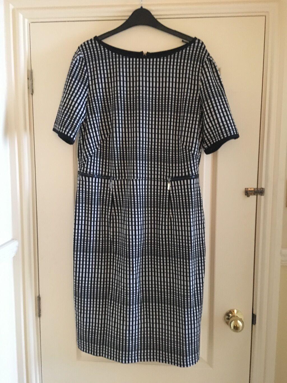 BNWT gorgeous Julien Macdonald dress size 18