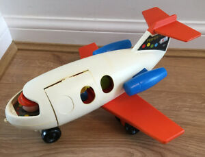 1970-039-s-VINTAGE-FISHER-PRICE-FUN-JET-PLANE-WITH-pilot-4-people-amp-luggage-Made-GB