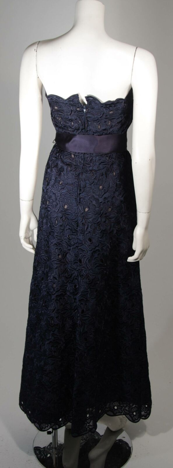 ARNOLD SCAASI Navy Floral Lace Gown Satin Belt Si… - image 3