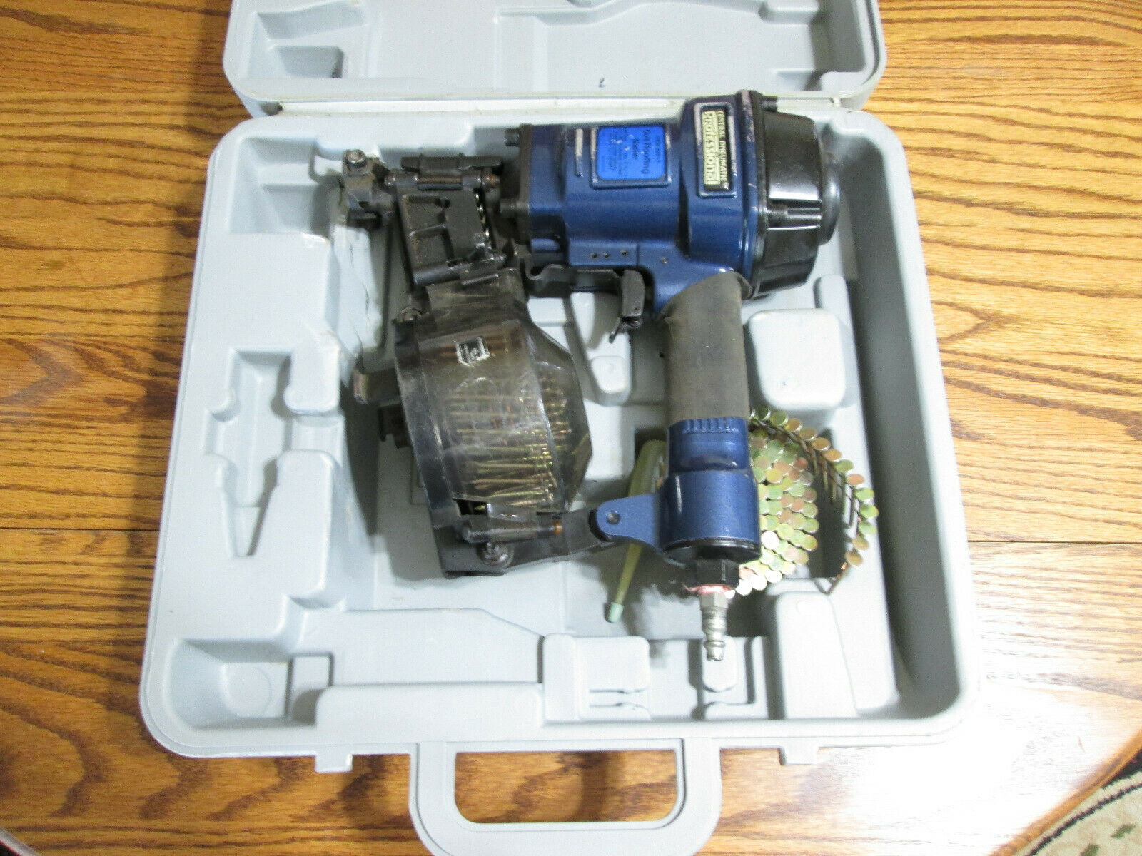 CENTRAL PNEUMATIC PROFESSIONAL COIL ROOFING NAILER 92917 WITH CASE 10 GAUGE.