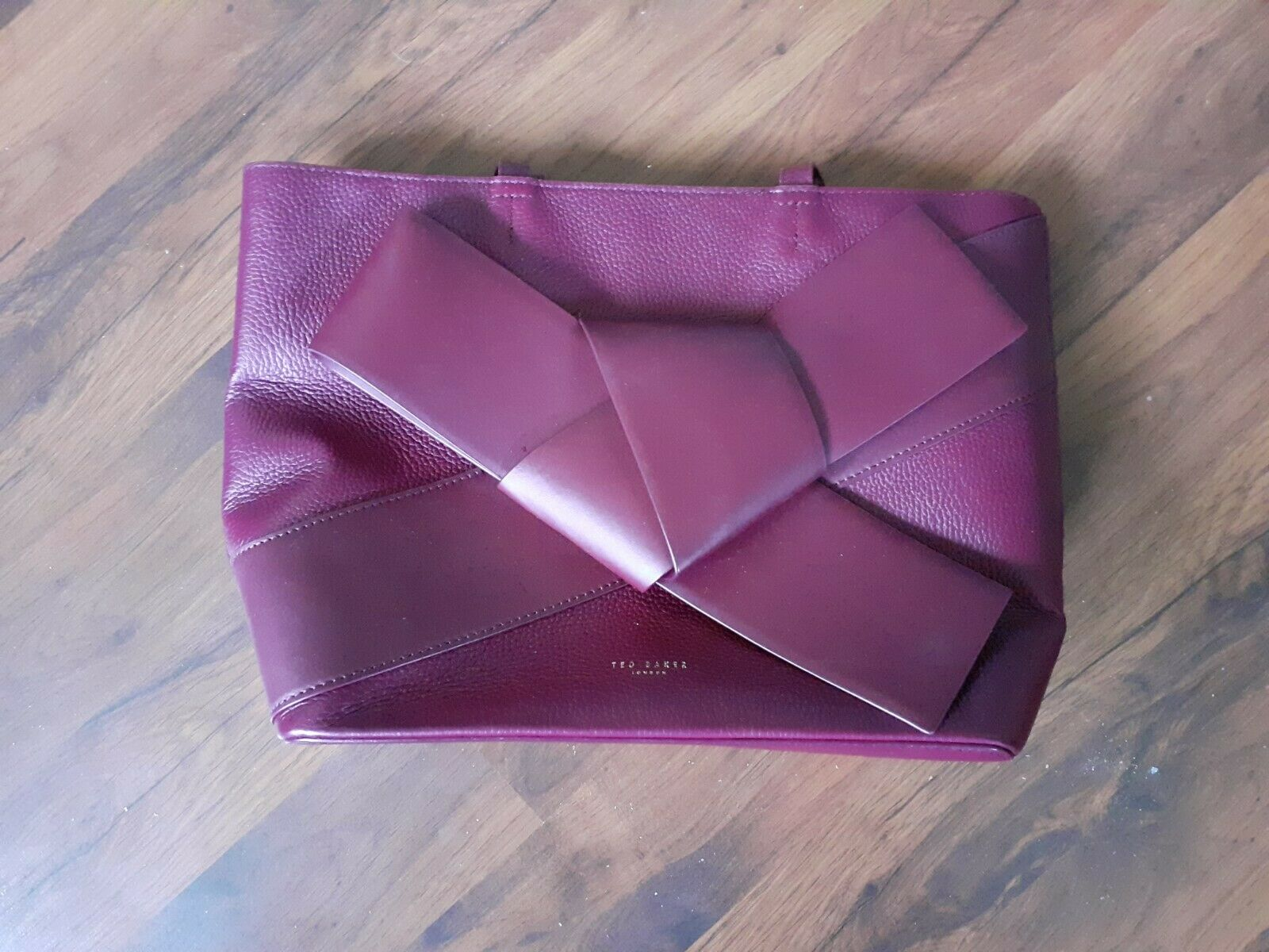 TED BAKER MAROON LEATHER GIANT BOW SHOULDER TOTE BAG AND REMOVABLE POUCH.