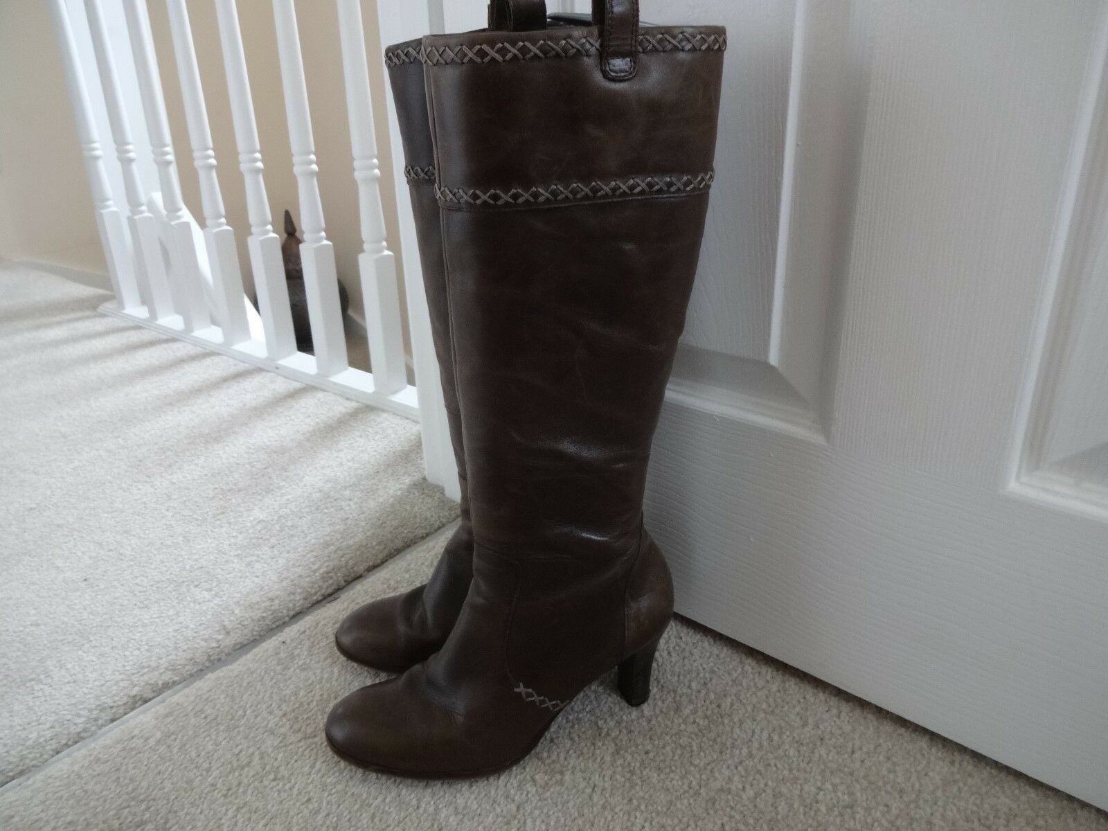 Fabulous CLARKS  Brown Knee High Leather Boots Size 5 38