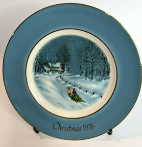 """Vintage Avon 1976 Bringing Home The Tree Collectible 8"""" Plate Third Edition"""