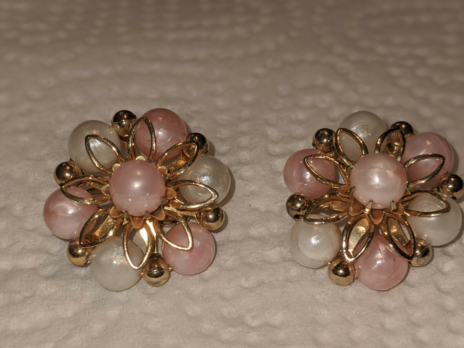 Vintage Coro Faux Pearl Ivory and Peach Bead Clip… - image 3