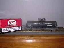 ATLAS #1062-1  Associated Co-oP 11,000 Gallon Tank Car #100 Weathered H.O.Gauge