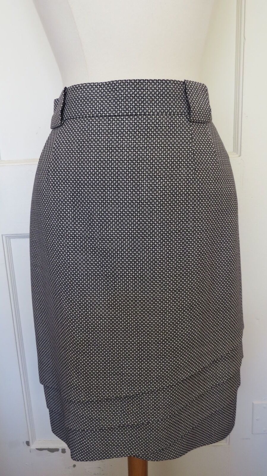 ESCADA  MULTI-COLOR STAR PRINTED LAYERS PURE WOOL  PENCIL SKIRT SIZE  36