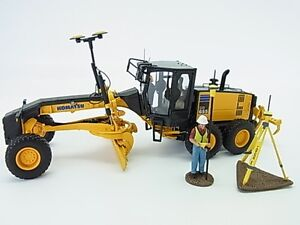 New-Komatsu-motor-graders-GD655-5-Diecast-with-Topcon-amp-Figure-1-50-f-s-Japan