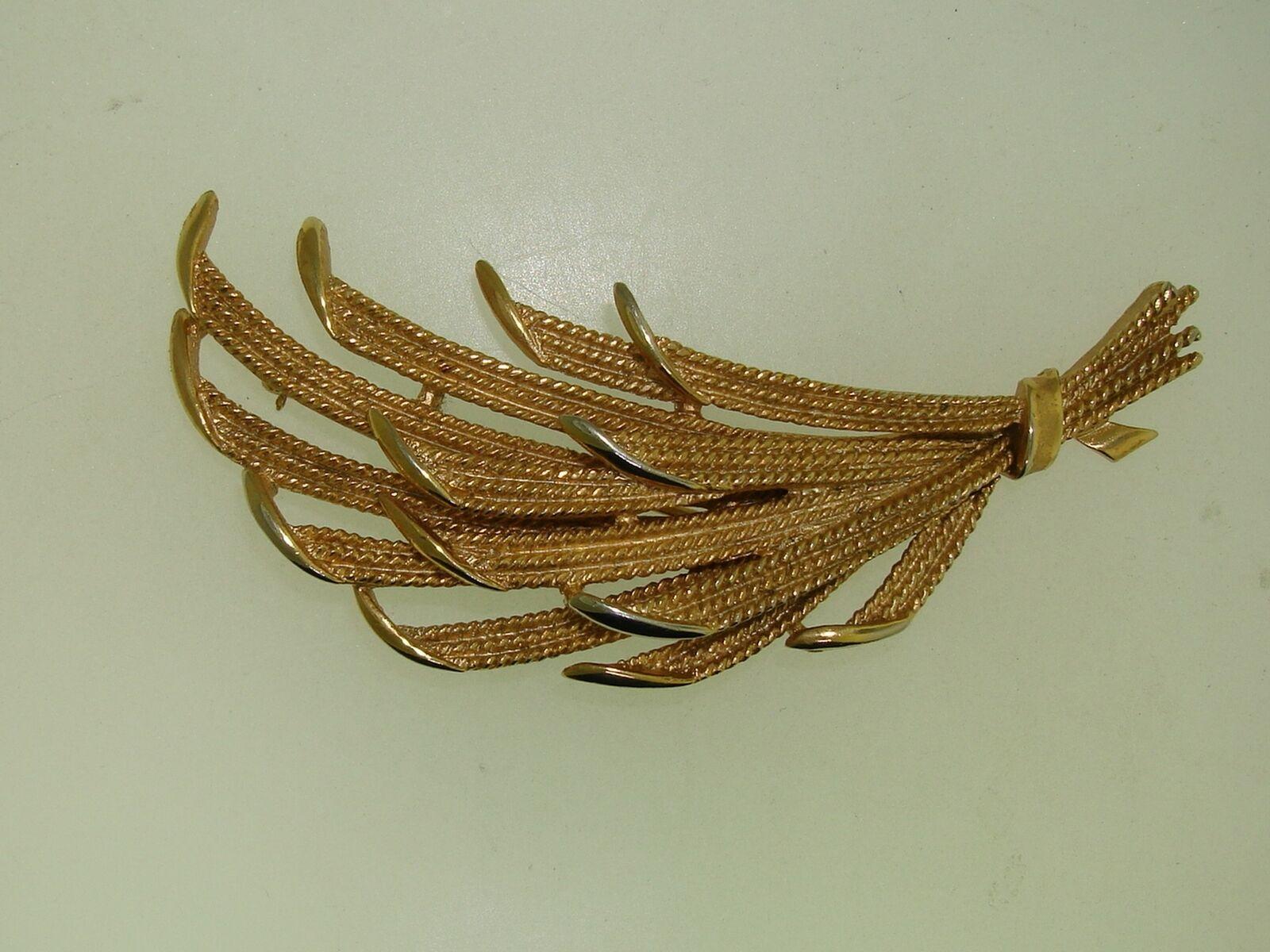 Lovely Vintage Crown Trifari Silver Tone Leaf Design Brooch and Clip-on Earrings Set Vintage Designer Jewelry Set