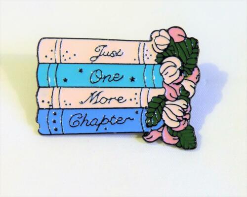 """CG6625.. pila de libros /""""sólo uno más capítulo/"""" Pin de Solapa o Corbata Tachuela"""