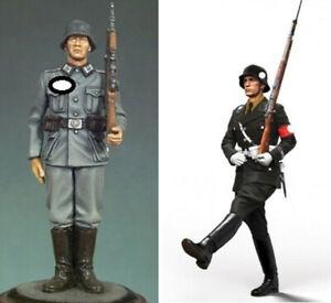 1-35-Resin-WWII-German-Soldier-on-Guard-Goose-Step-Unpainted-unassembled