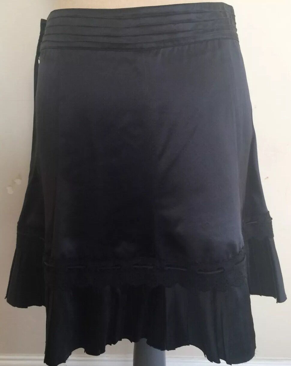 MARC JACOBS  Silk A Line Skirt Size 4 With Lace And Bow Knee High