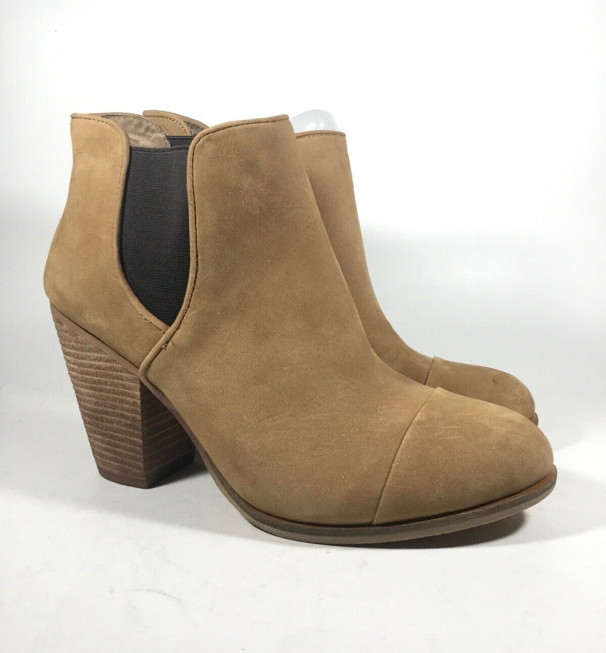 M4824 PreOwned Women's Vince Camuto Hame Leather Bootie US 10 M