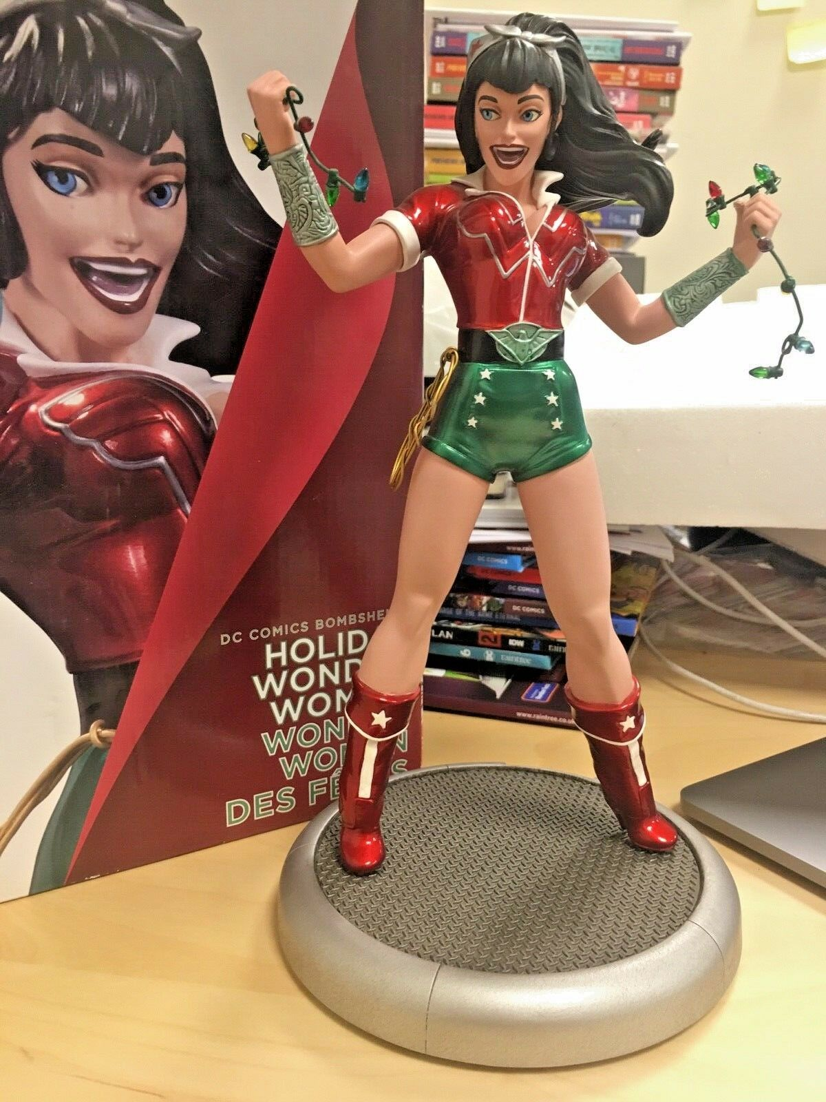 NEW DC Collectibles Bombshells Statue Holiday Wonder Woman 27cm DAMGED SEE PICS