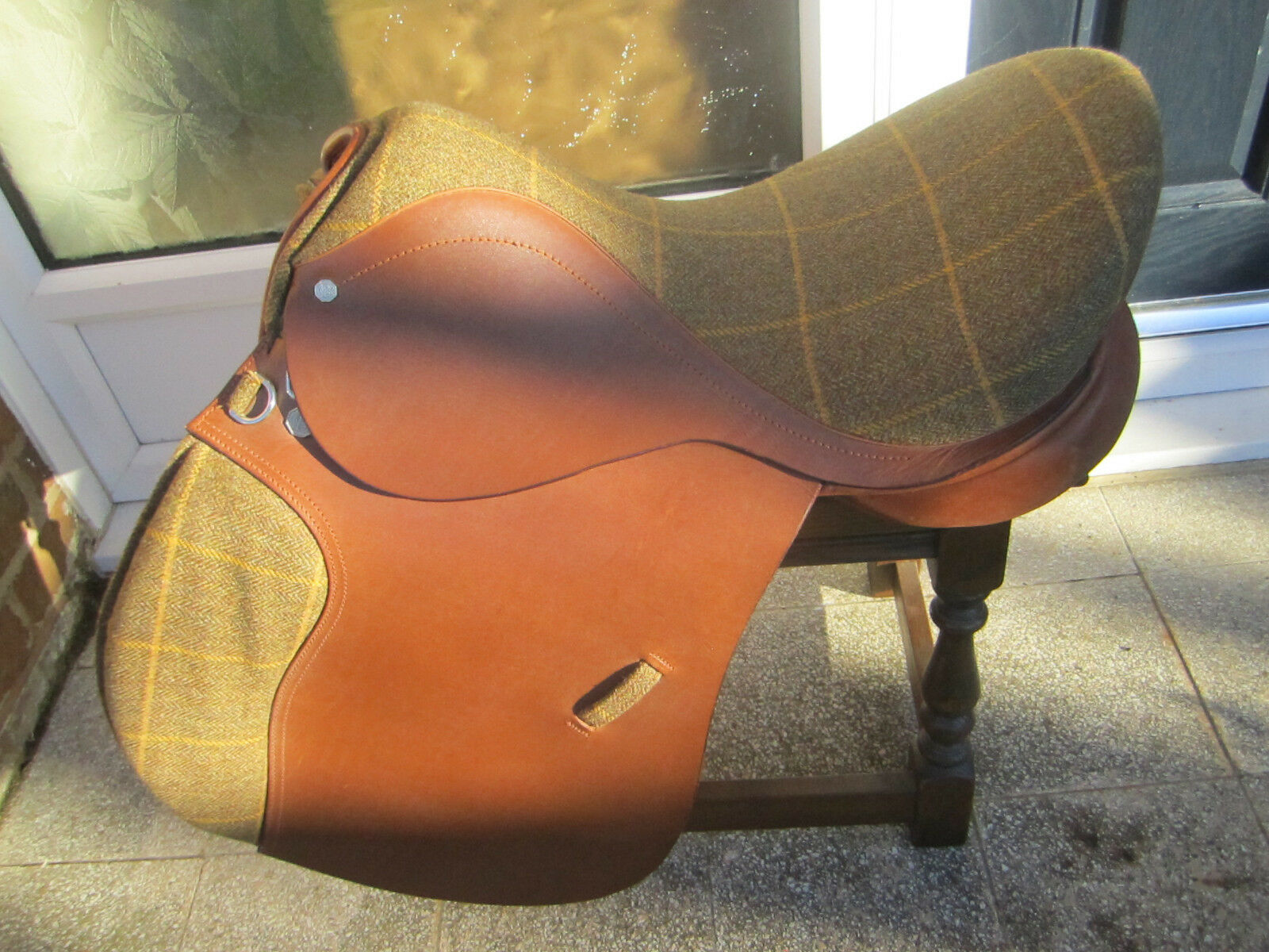 Cliff Barnsby G.P Saddle - Tweed Seat - and Knee Rolls - Seat 17.5
