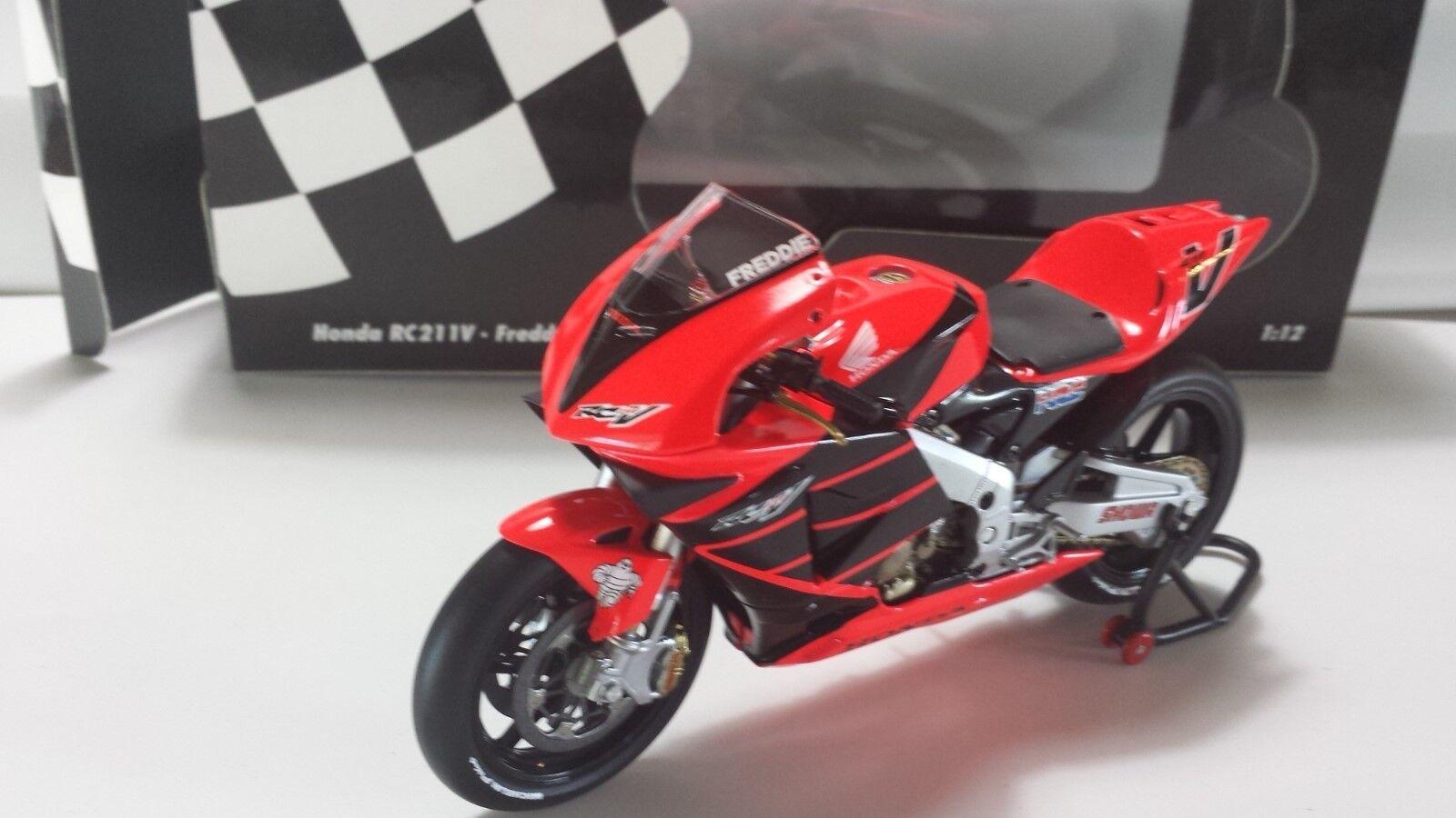 Freddy Spencer. Honda RC211V . Pre-season testbike 2001 Motegi. Minichamps 1 12