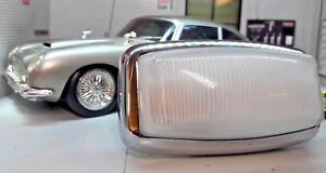 Aston-Martin-Coche-Clasico-DB5-DB6-bajo-el-Capo-Compartimento-Del-Motor-Cristal
