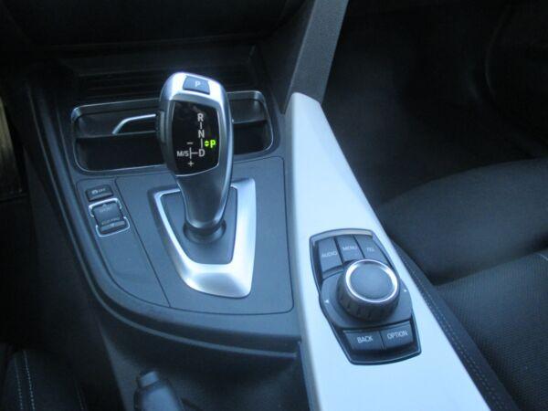 BMW 320d 2,0 Touring aut. billede 10