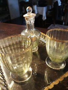 SERVICE A BOIRE DE CHEVET - France - EBay Service a boire de chevet comprenant 2 verres festonnes sur pied ,hauteur 8cm ,,un plateau en verre avec une bordure dorée ,,24X20cm ,une carafe a couvercle doré ,,avec une fente au col reparé ;l ensemble en bon etat ; - France
