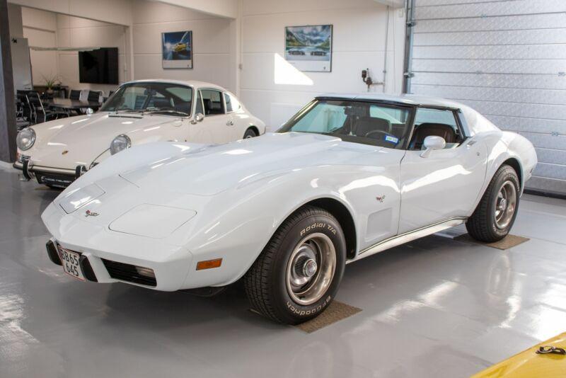 Chevrolet Corvette V8 Stingray - 2