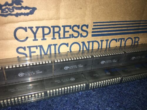 CY62256L-70PC  CMOS static RAM organized as 32K words by 8 bits 28DIP