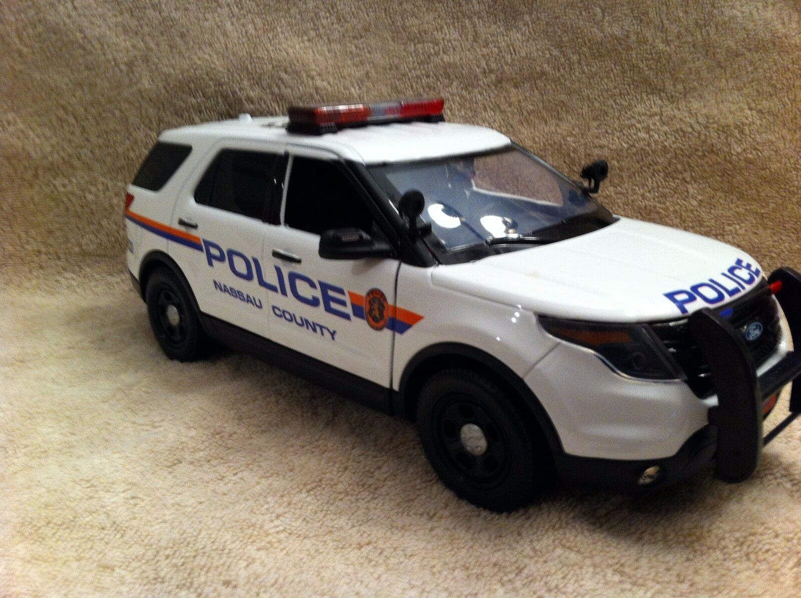 1 18 SCALE NASSAU COUNTY NY PD FORD SUV EXPLORER UT DIECAST NON WORKING LIGHTS