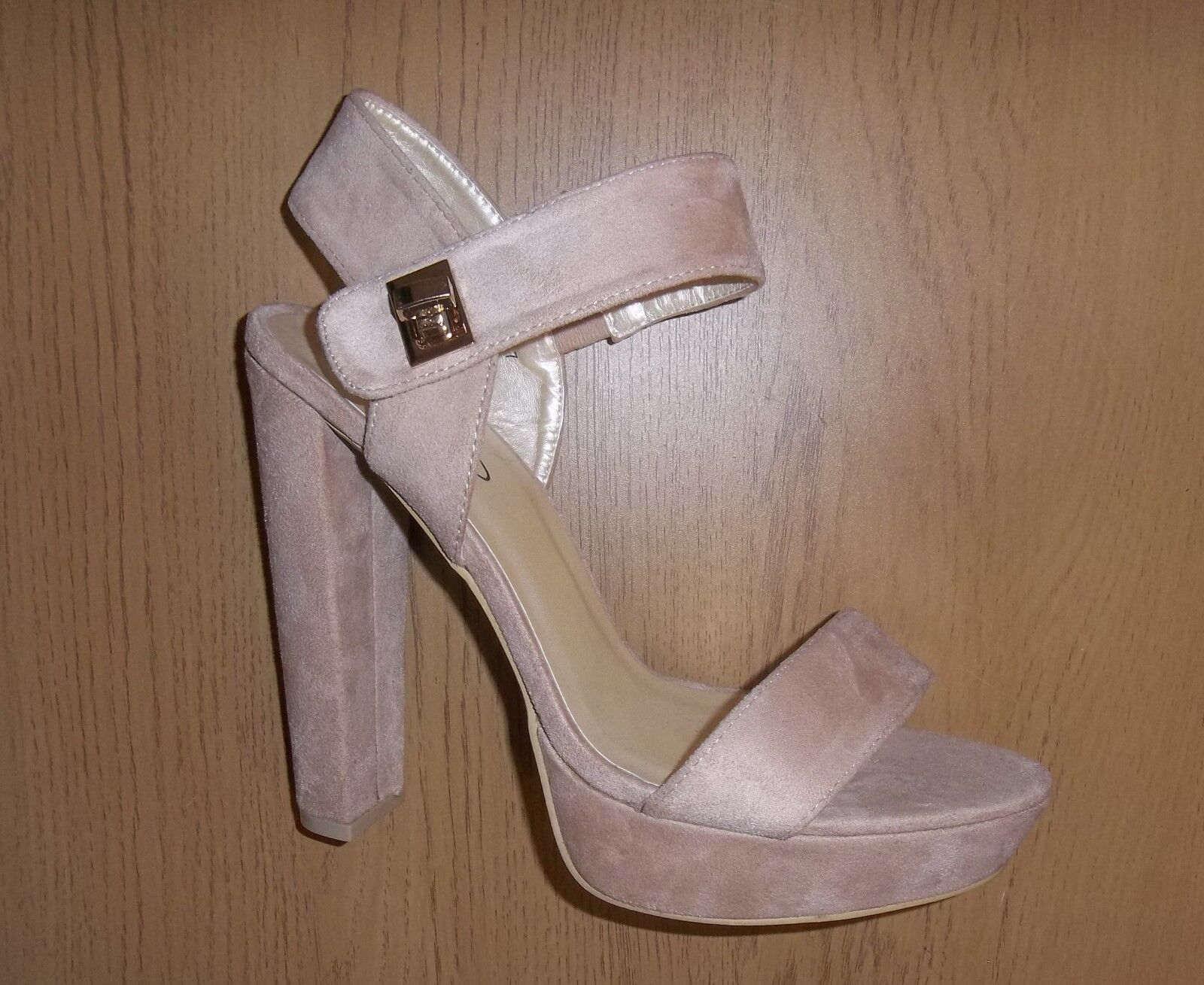 Womens No Doubt Gorgeous High Heel - Shoes - Soft Beige - Heel Size 7 - worn once 2ac5e7