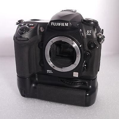 Fujifilm Finepix S5 Pro 12.1MP megapixel digital camera DSLR Nikon Mount