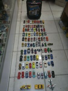 Vintage-Hot-Wheels-Lot-Over-100-Die-Cast-Vehicles-amp-Carry-Case-Moving-Parts