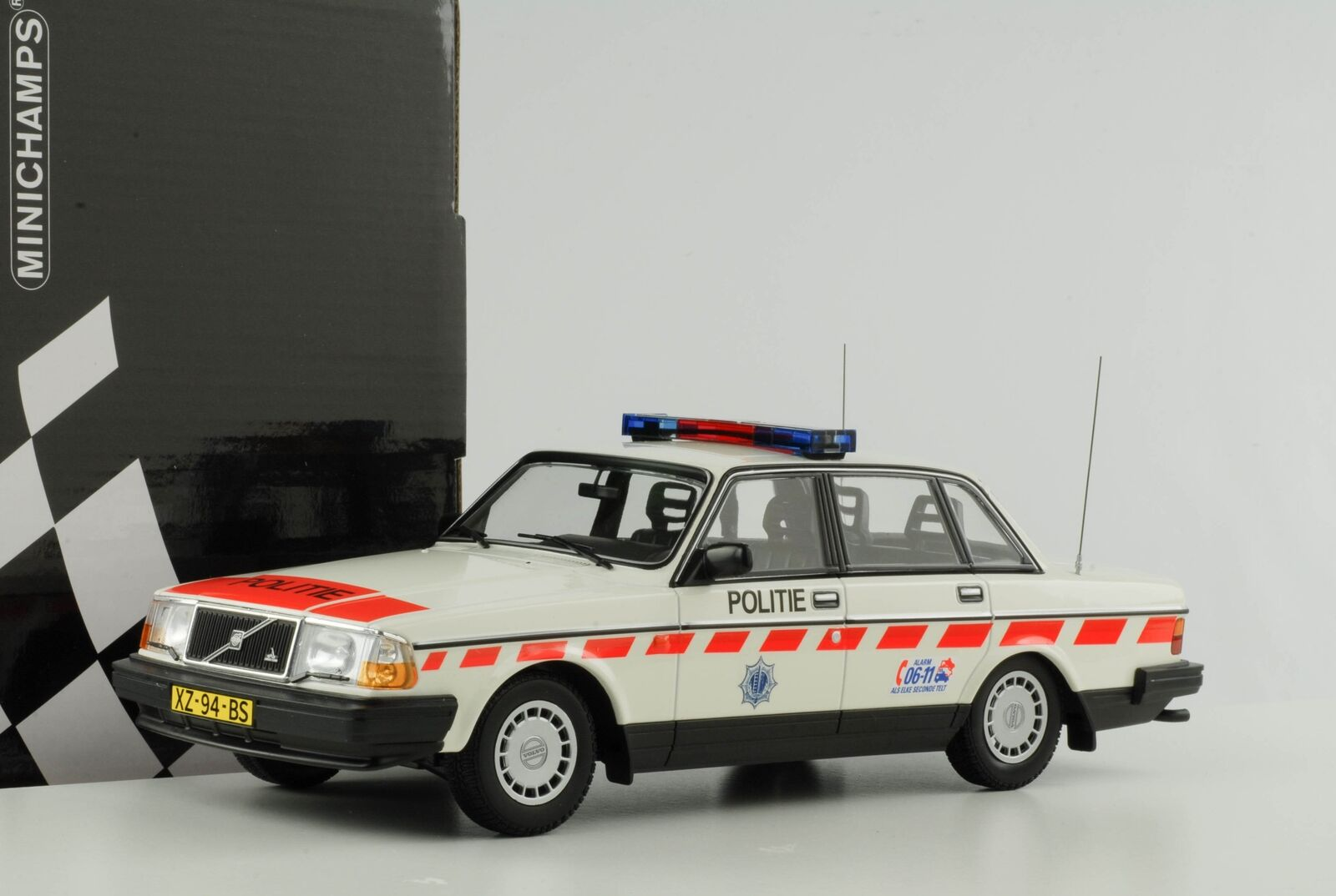 VOLVO 240gl 240 GL polizia militare Netherles polizia Polizia 1986 1 18 Minichamps Nuovo