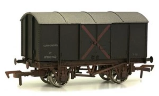 Dapol 4F-013-012 OO Gauge GWR Gunpowder Van W105762 Weathered