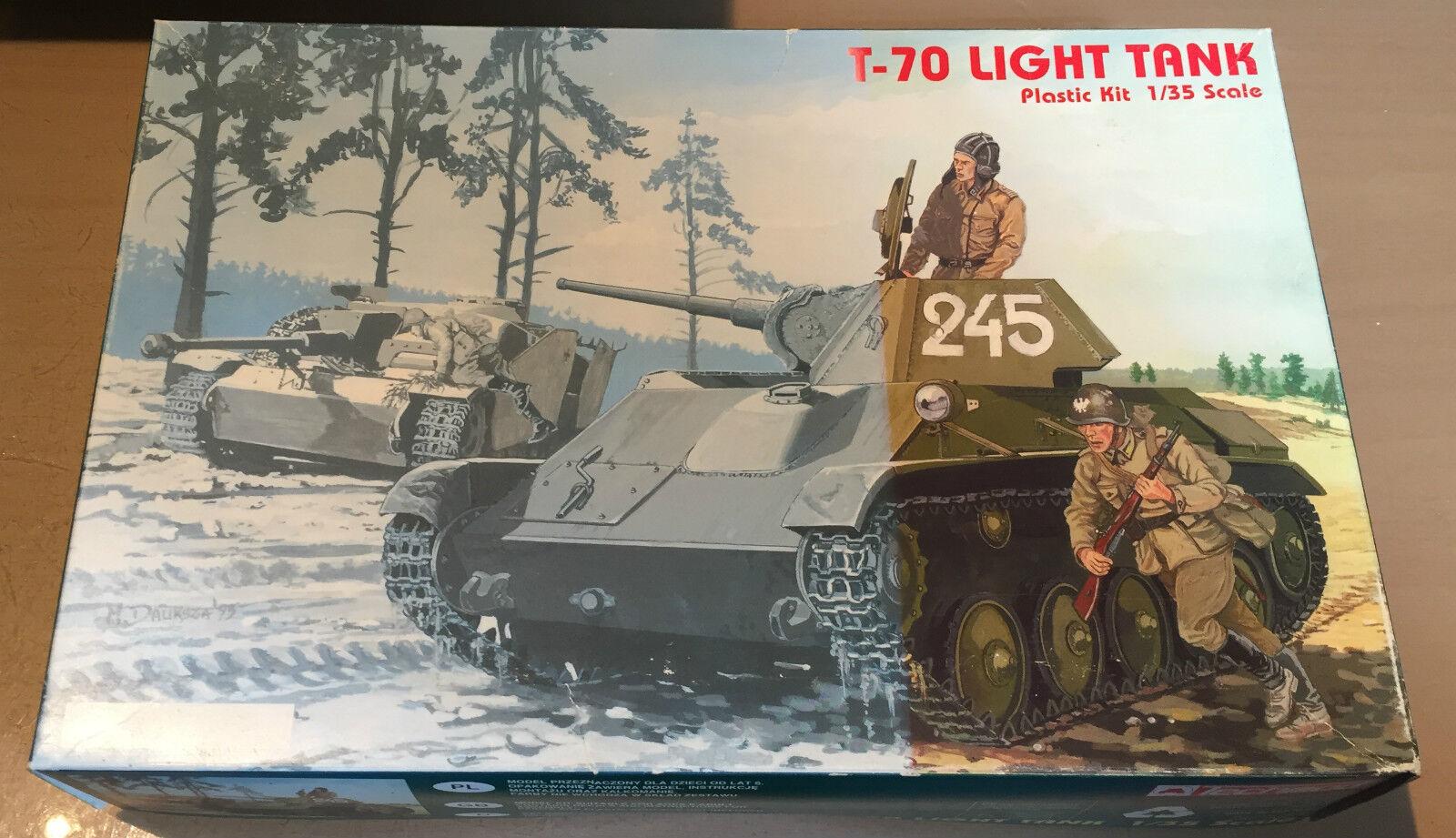 TECHMOD 3001 - 1 35 - LIGHT TANK T-70 - NUOVO