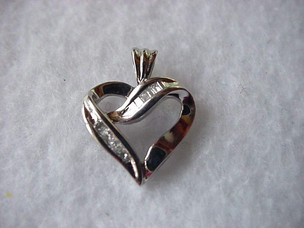 10K WG Heart Pendant w Diamond Accents
