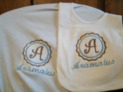Monogram Scallop Letter Personalized Baby Toddler Blanket /& Bib Set
