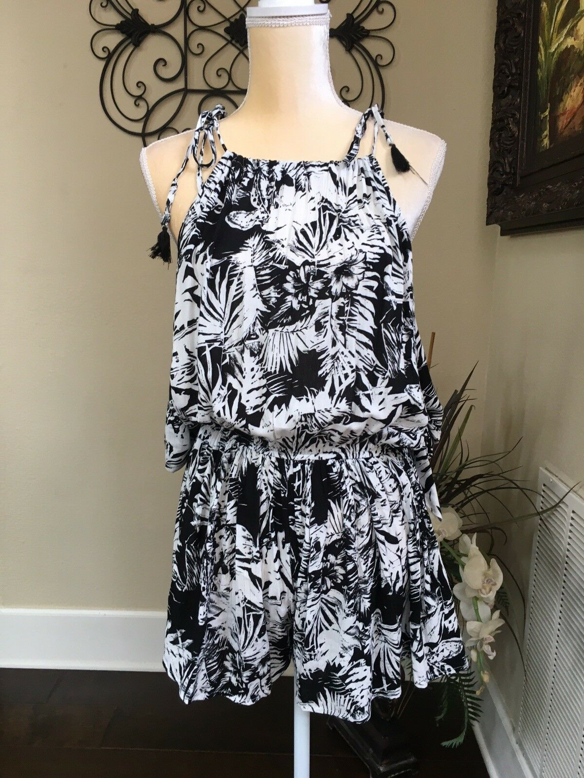 Skylar + Madison Tropical Romper, Could Shoulders, Sz Small, Tassels Ties.