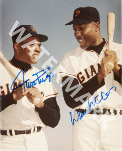 LOOKS AWESOME FRAMED WILLIE MAYS /& WILLIE MCCOVEY SIGNED 10X8 PHOTO