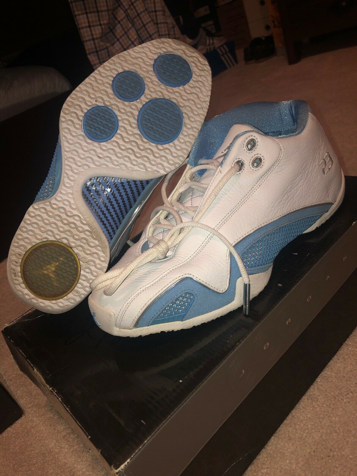 NIKE Air Jordan XXI 21 low White Carolina University bluee  Size 9.5