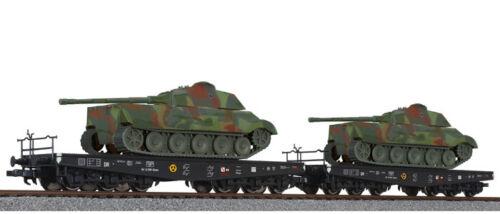HO Scale Set #2 Liliput 230145  2 Hvy Flat Cars with Camo Tanks WWII German