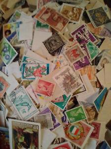 1000 FRANCOBOLLI MONDIALI DIFFERENTI + 5 foglietti + omaggio raccoglitore usato