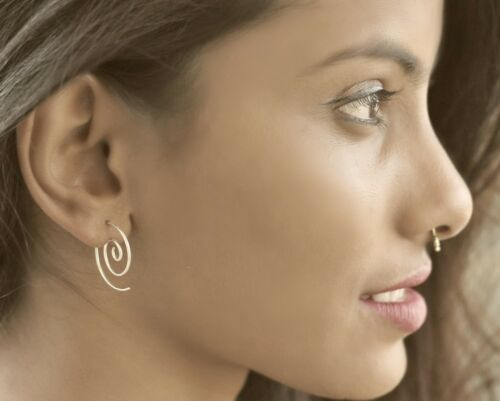 Petite Spirale Boucle d/'oreille argent 92.5 Sterling fine simple Tribal fille Ethnic Women
