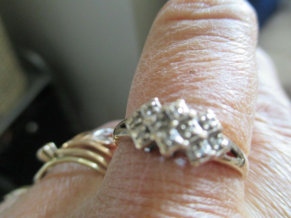 Ring, guld, ring med dia + ørestikker