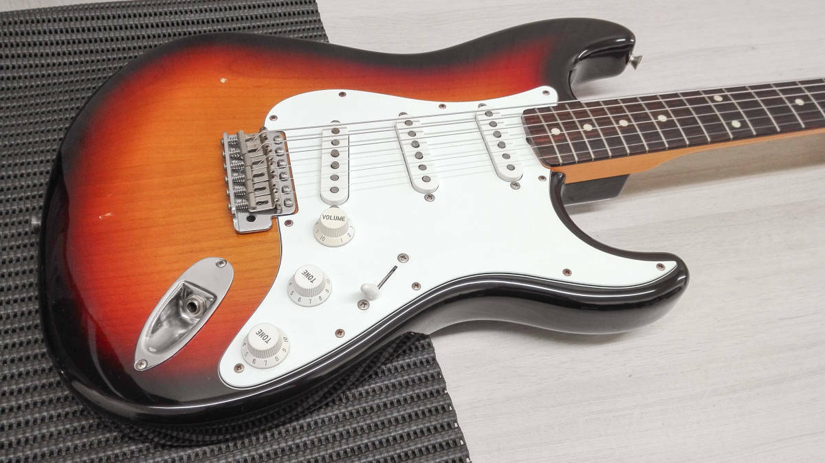 Electric guitar Fender japan STRATOCASTER rare beutiful JAPAN EMS F S