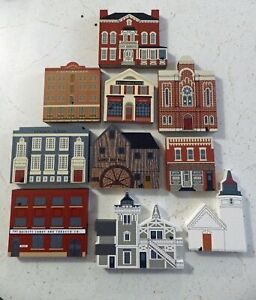Cats-Meow-Village-Buildings-SET-LOT-of-10-pieces-all-different-no-bags-New