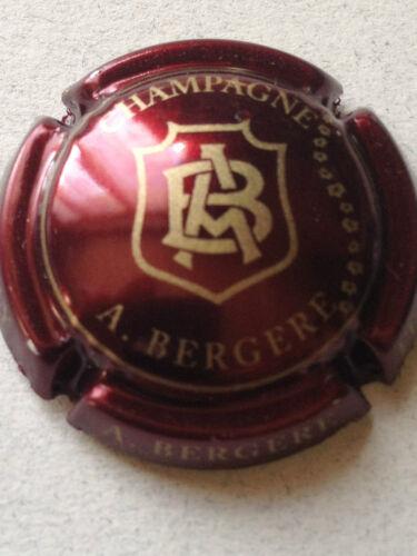 Capsule de champagne BERGERE A 14. bordeaux et or A Bergere en bas