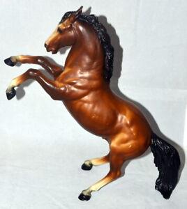 Vintage-Breyer-Horse-Model-35-King-the-Fighting-Stallion-Bay-Rearing-Stallion