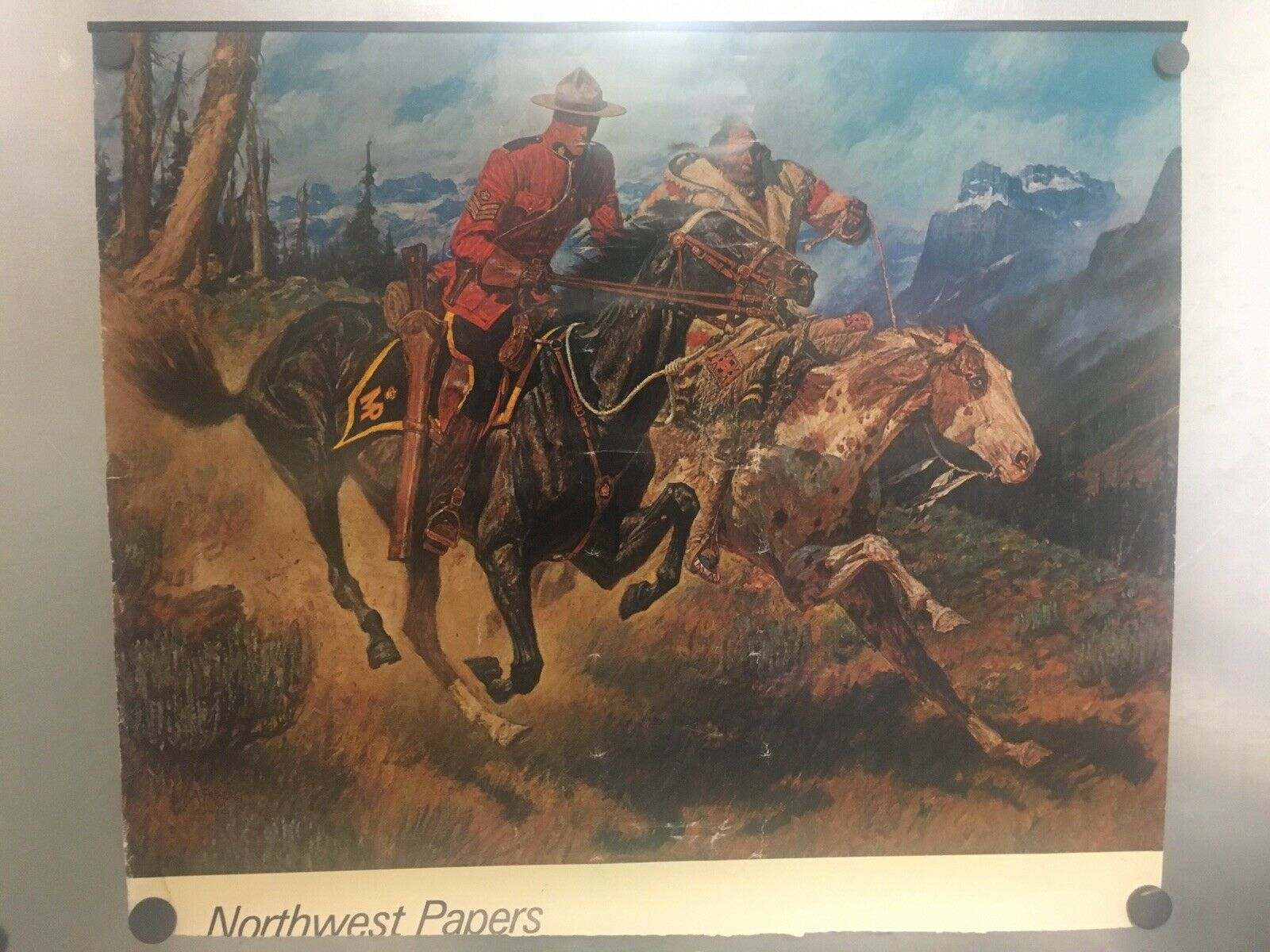 Hermosa A. Friberg RCMP y nativo americano en los caballos Cartel