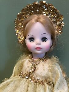 VINTAGE-Sleeping-Beauty-Doll-by-Madame-Alexander-1963-with-Gold-Crown