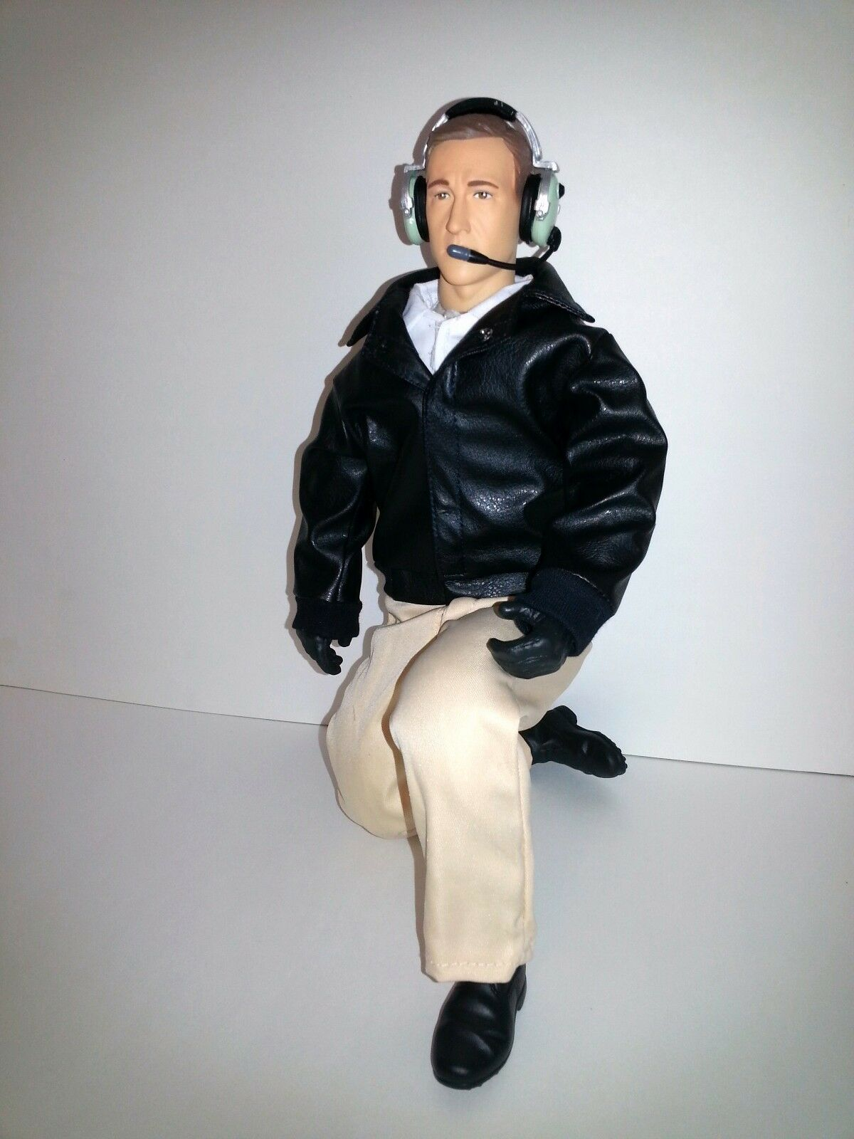 1/4.5 ~ 1/4 Scale 15  Tall Civilian RC Pilot Figure w/Servo Operated Moving Head