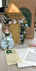 Robin-Woods-8-034-Doll-Sleeping-Beauty-and-her-Castle-120010-Clothes-Shoes