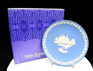 WEDGWOOD-JASPERWARE-BLUE-CHRISTMAS-8-034-TOWER-OF-LONDON-PLATE-ORIGINAL-BOX-1973